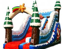 Świąteczny dmuchaniec na jarmark bożonarodzeniowy